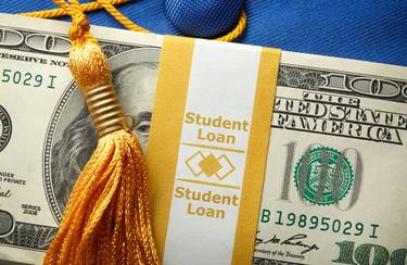 Do Student loans affect credit scores?